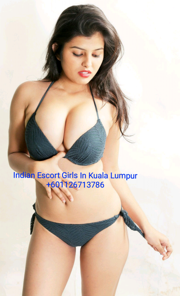 Aarti Busty Indian Escort escort